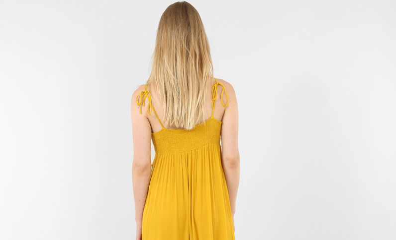 Robe longue à volants jaune moutarde