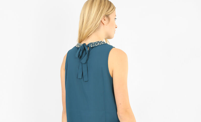 Blouse met sieradenkraag eendenblauw