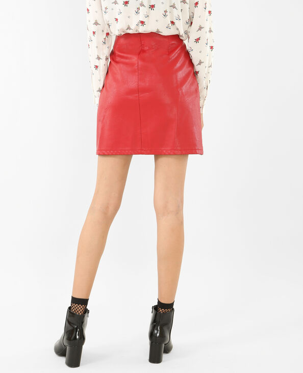 Mini jupe en simili cuir rouge