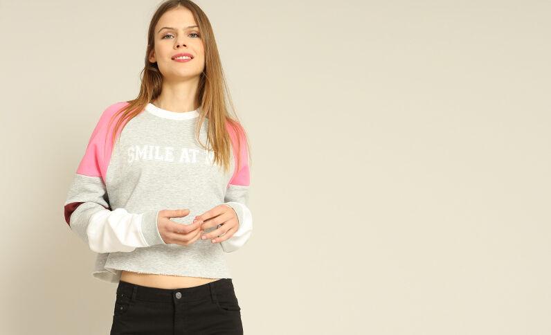 Korte sweater met opschrift gemêleerd grijs