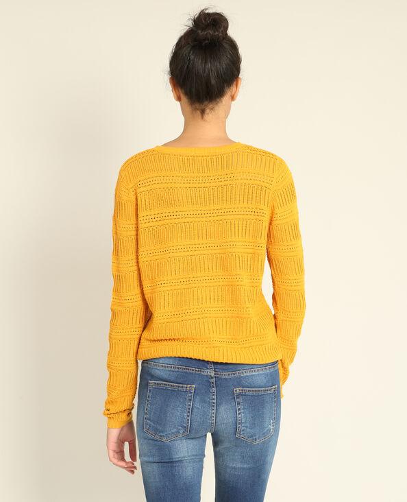 Opengewerkte trui geel