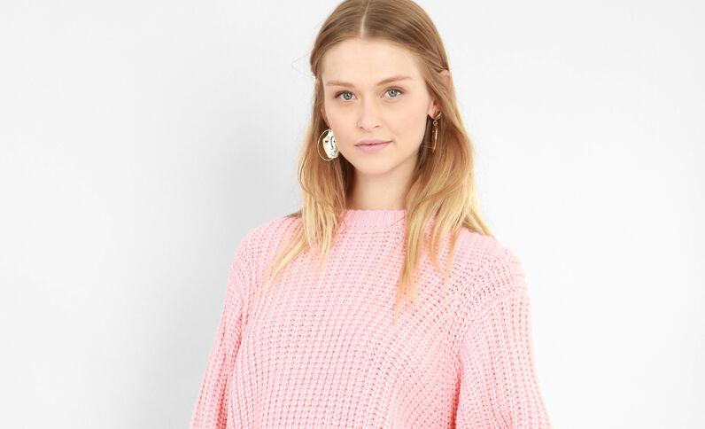 Trui van dik tricot zalmroze