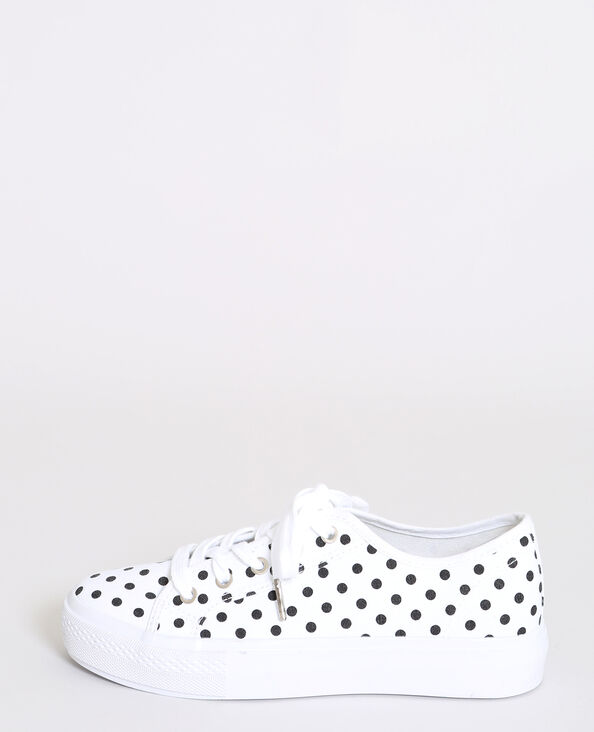 Baskets met stippen wit