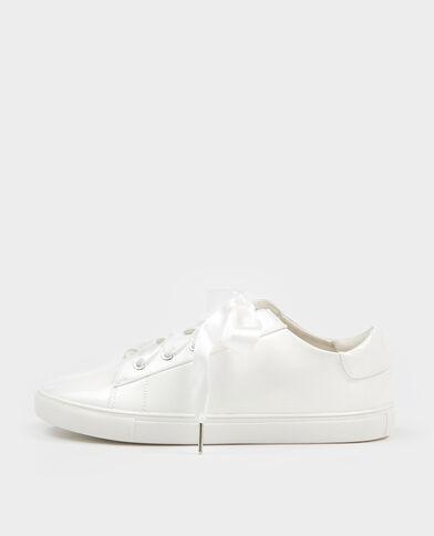 Gelakte baskets wit