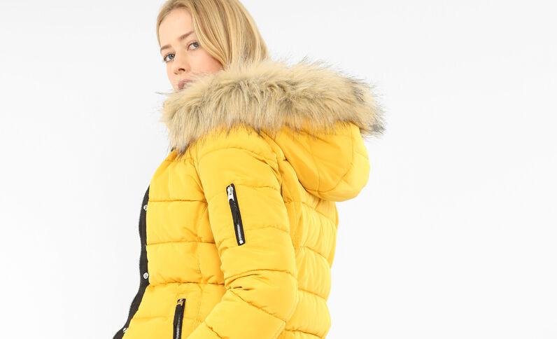 Doudoune à capuche jaune