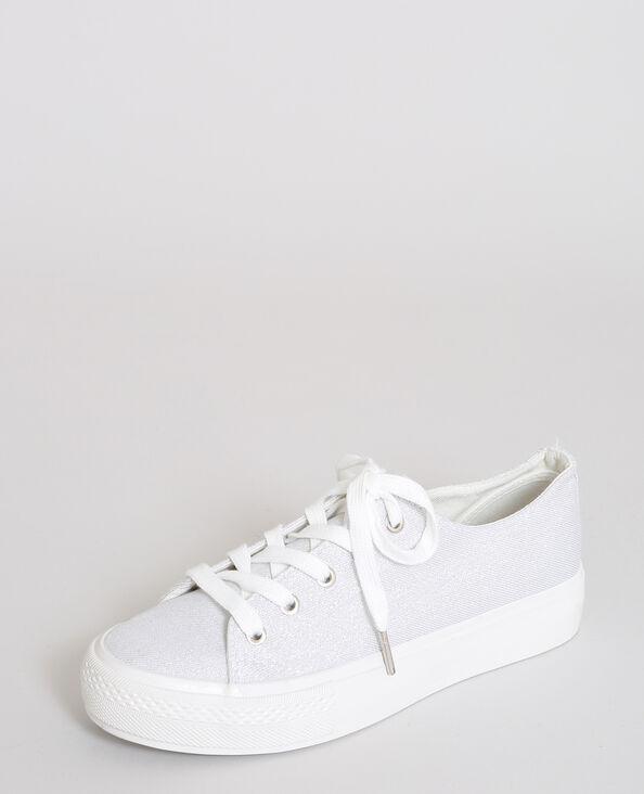Baskets in glanzende stof wit