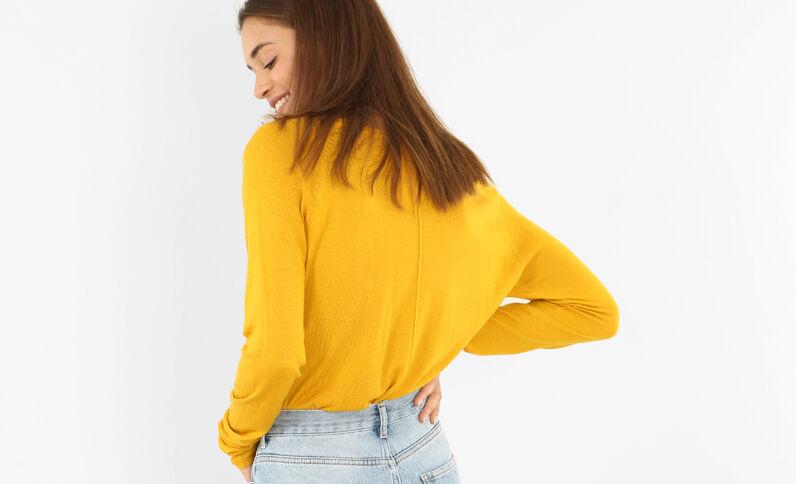 Pull basique léger jaune
