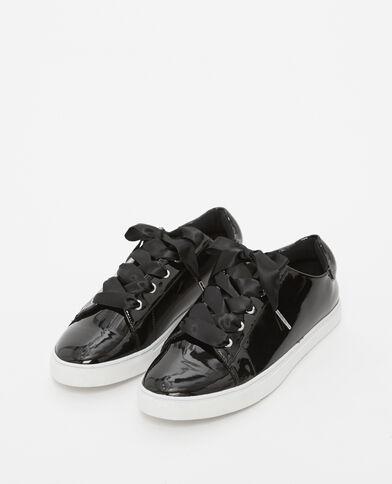 Gelakte baskets zwart