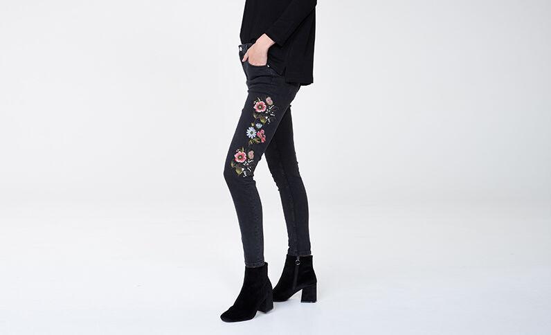 Geborduurde slim fit jeans zwart