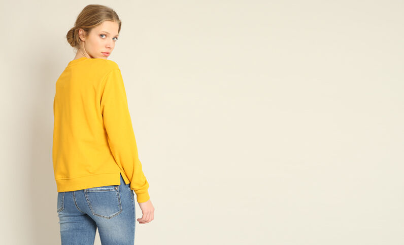 Basic sweater geel