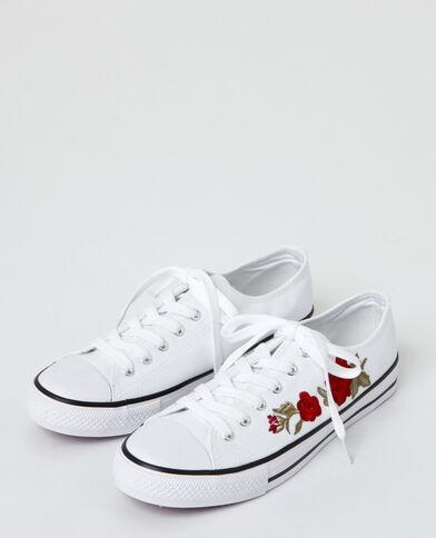 Baskets van geborduurde stof wit