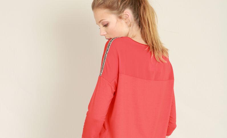 T-shirt à col V rouge