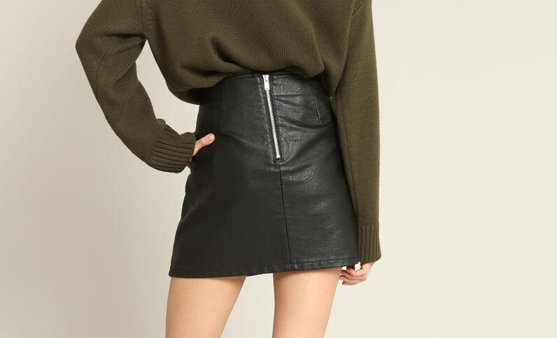 Geborduurde rok zwart