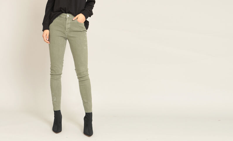 Pantalon skinny brodé vert
