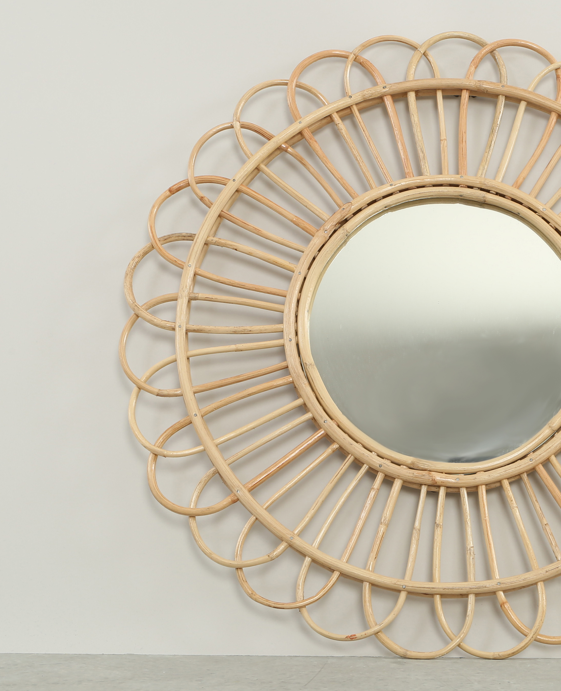 Miroir rond en rotin beige taupe 904073742a07 pimkie for Miroir en rotin