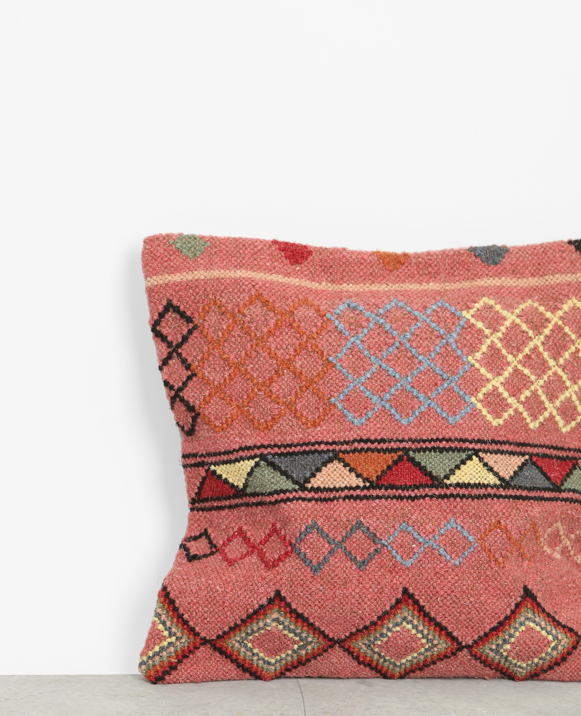 housse de coussin en toile de jute esprit kilim rouge 904016124g0a pimkie. Black Bedroom Furniture Sets. Home Design Ideas
