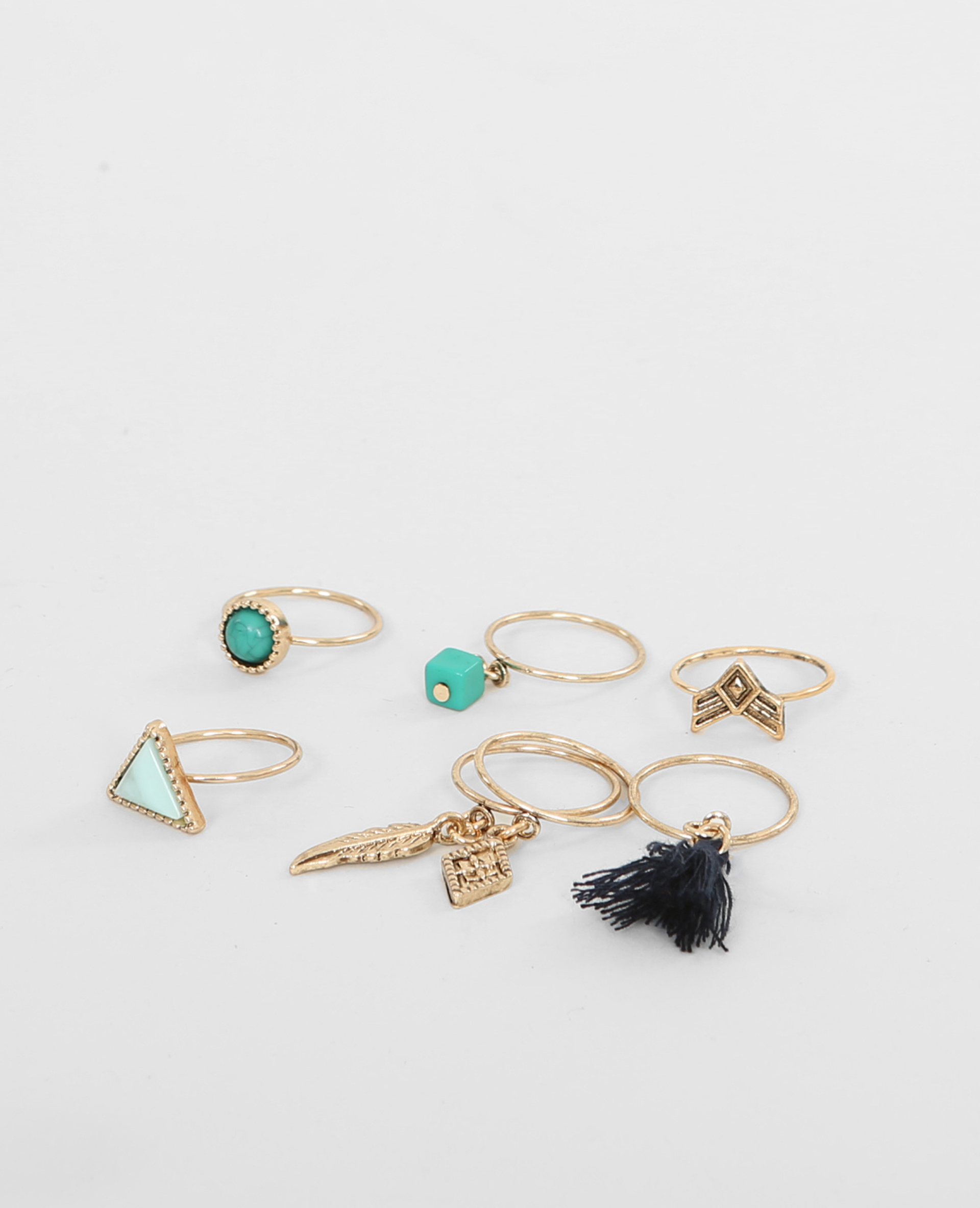 lot de bagues perles et pendentifs dor 966168g06f46. Black Bedroom Furniture Sets. Home Design Ideas