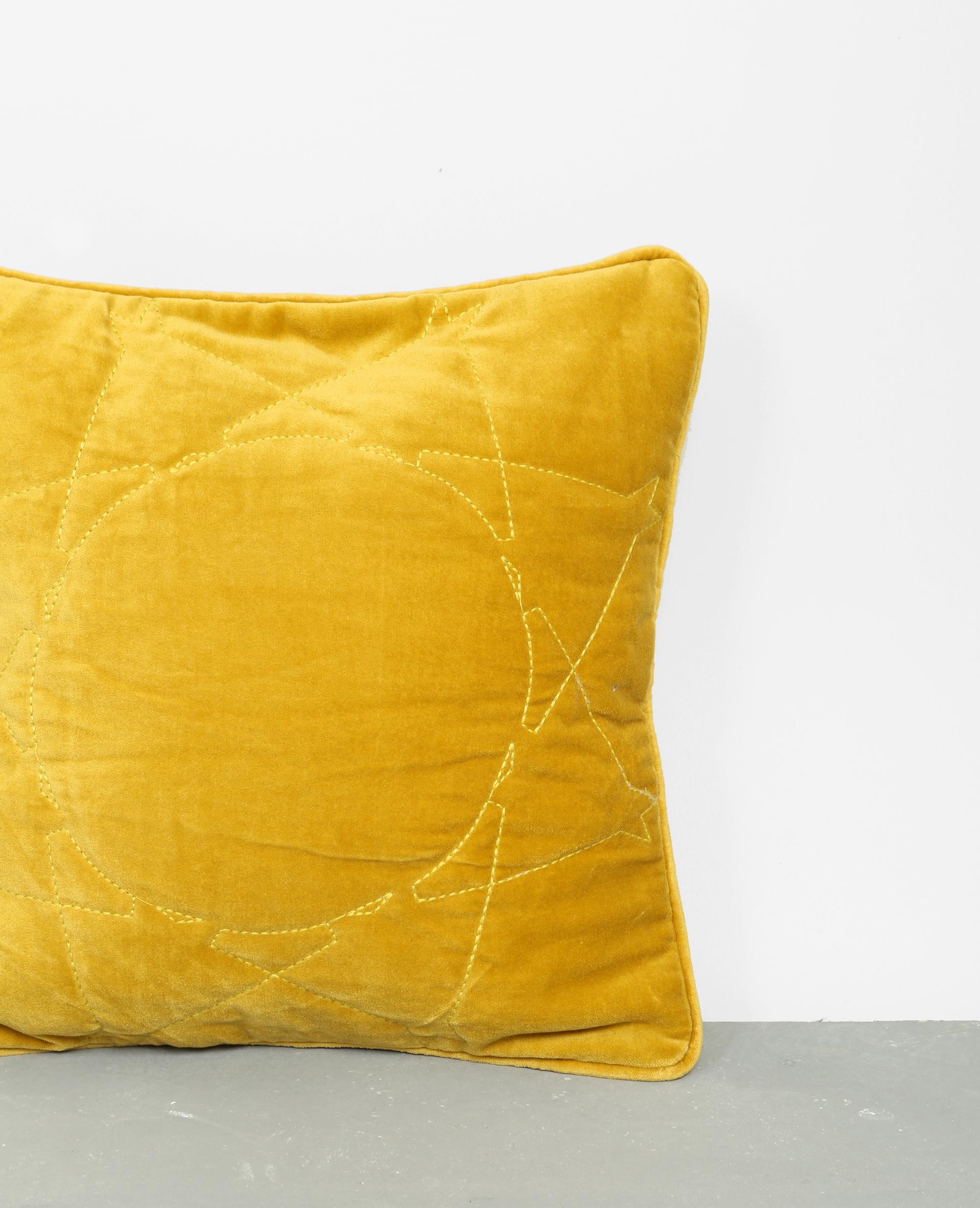 Housse de coussin effet velours jaune 907839008i80 pimkie - Housse de coussin jaune ...