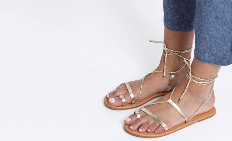 Goudkleurige platte sandalen geel
