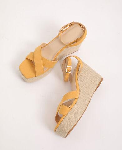 Sandalen met sleehak geel