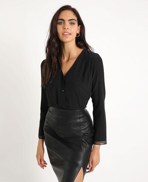 Soepele blouse met knopen zwart