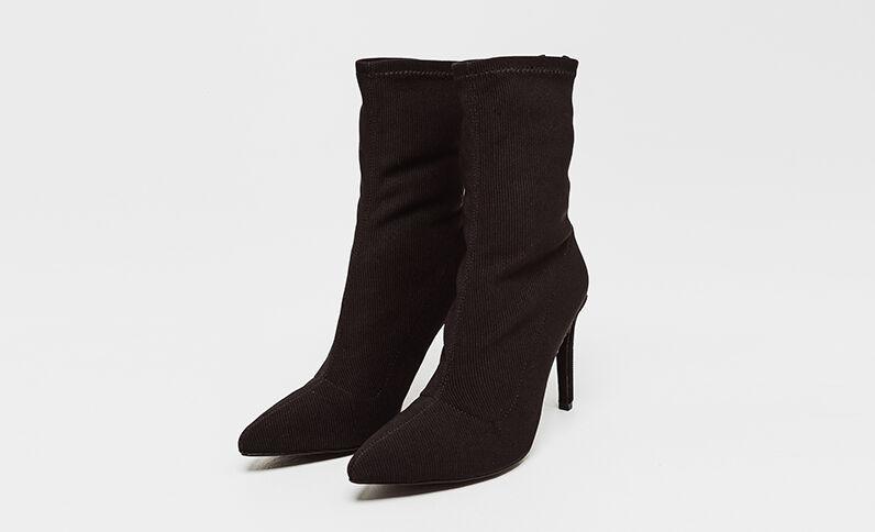 Laarzen met naaldhakken zwart
