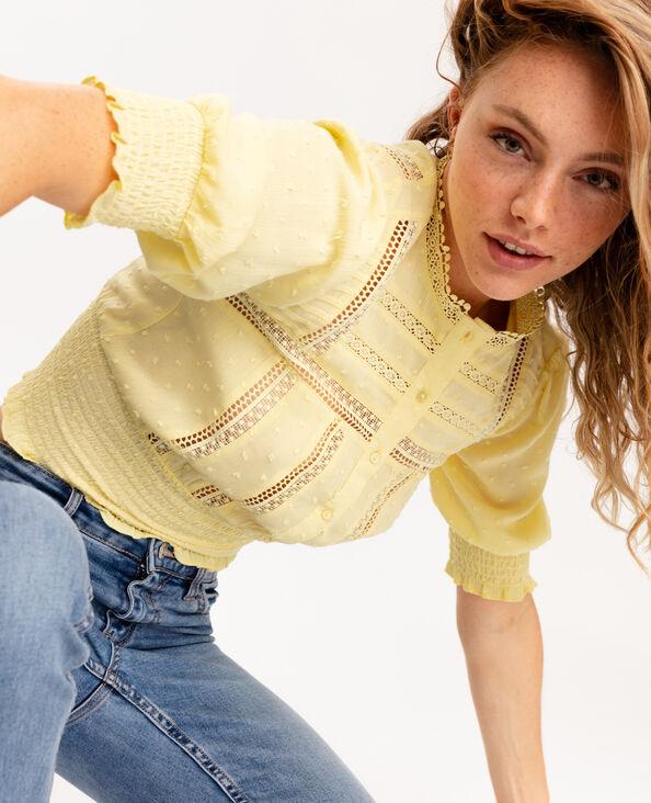 Overhemd van kant en plumetis geel