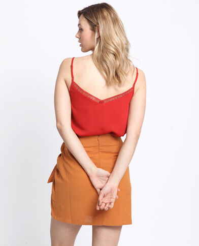 Topje met dunne schouderbandjes rood