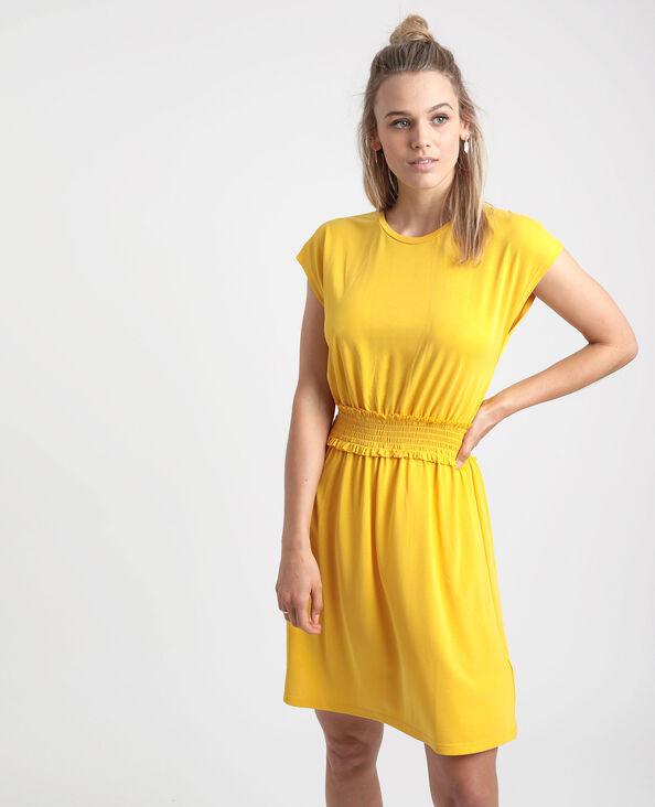Halflange jurk met smokwerk geel