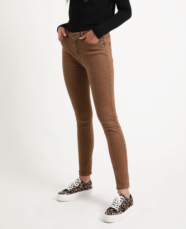 Skinny jeans met middelhoge taille karamel
