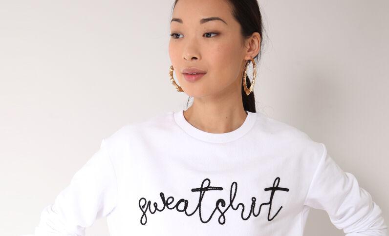 Sweater met borduursels wit