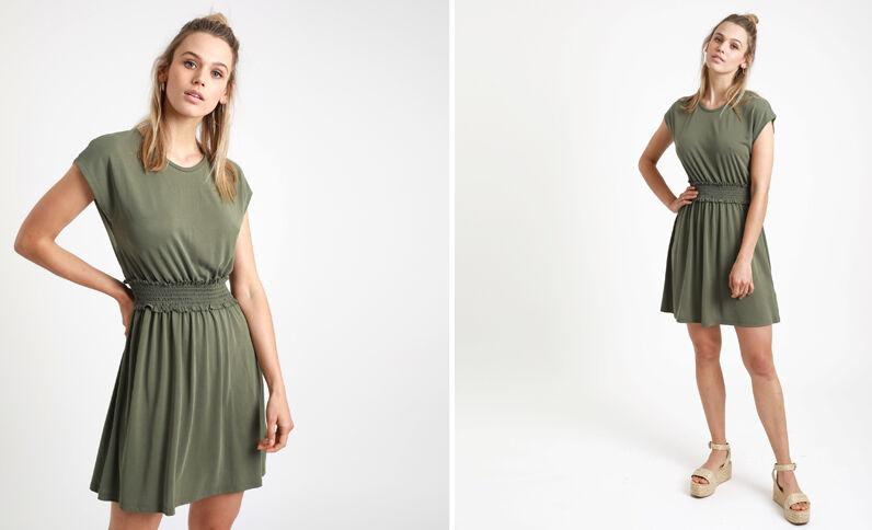Halflange jurk met smokwerk groen