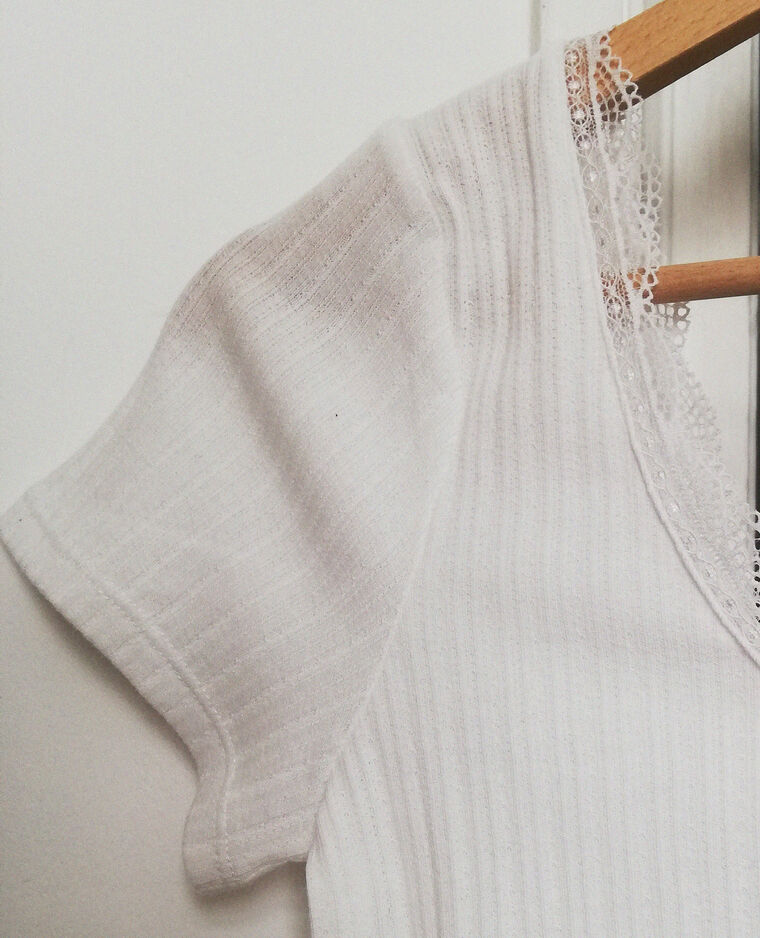 T-shirt cropped à dentelle blanc cassé