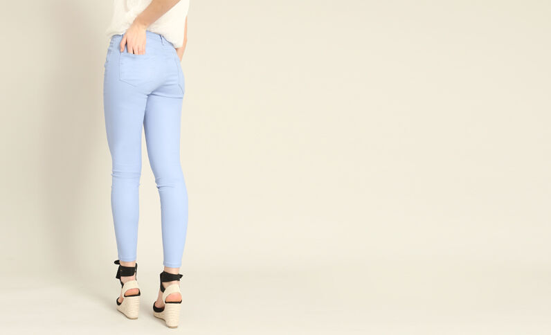 Skinny broek met coating hemelsblauw