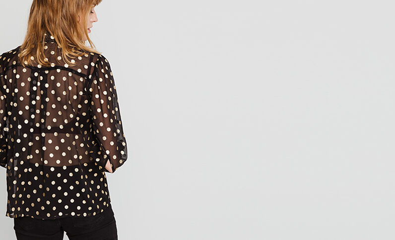 Chemise à pois noir
