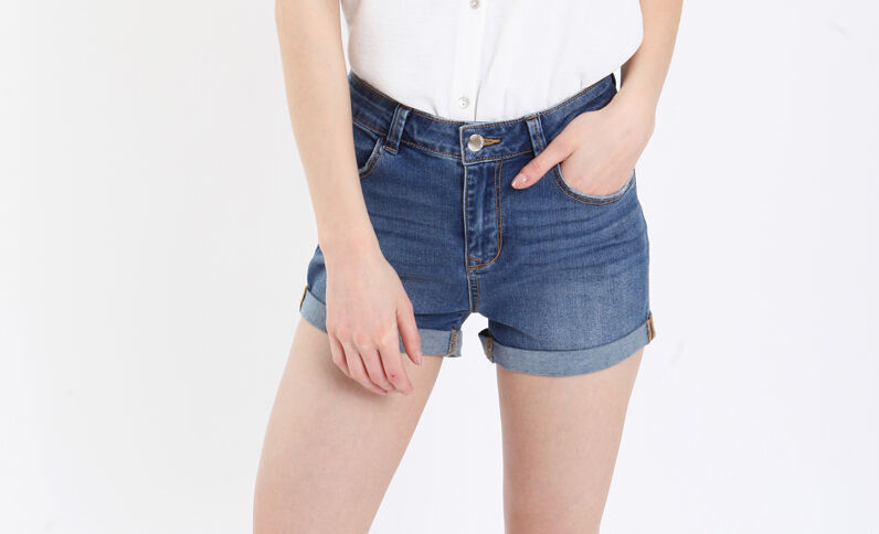Short en jean bleu denim
