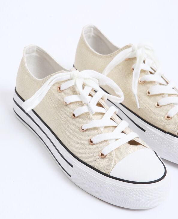 Stoffen sneakers goudkleurig