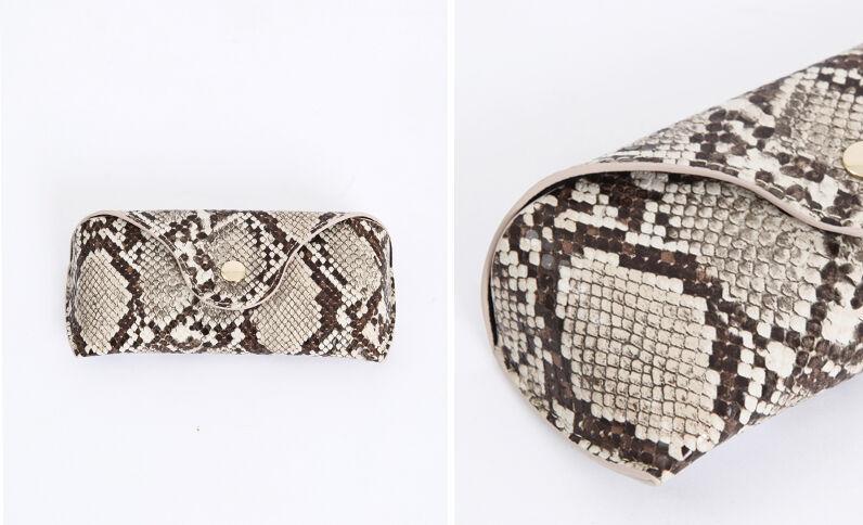 Brillenetui met pythonprint geweven beige