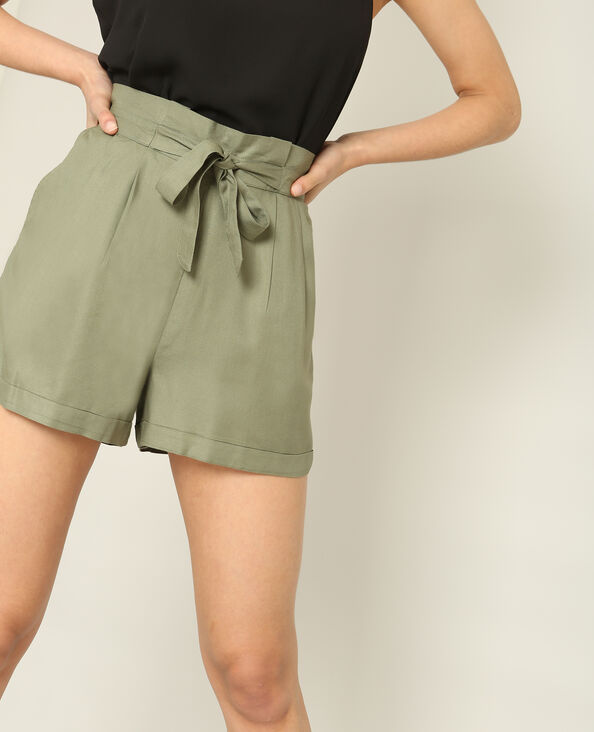 Soepele short groen