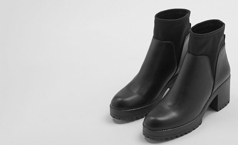 Laarzen met hakken zwart
