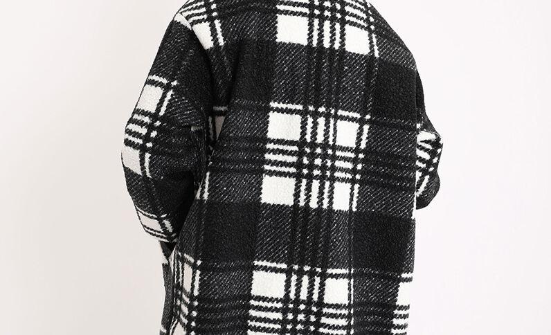Manteau à carreaux noir