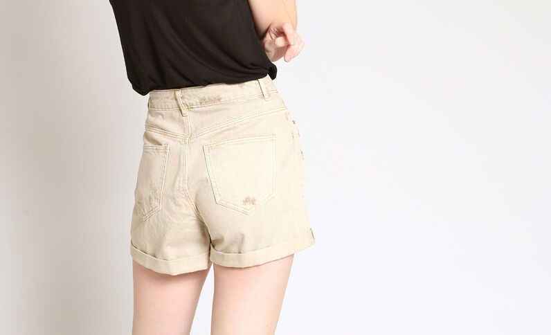 Jeansshort met destroyed look beige