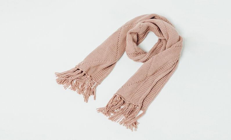 Sjaal met kabelmotief 200K02