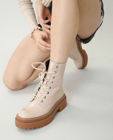 Stoere laarzen van imitatieleer beige - Pimkie