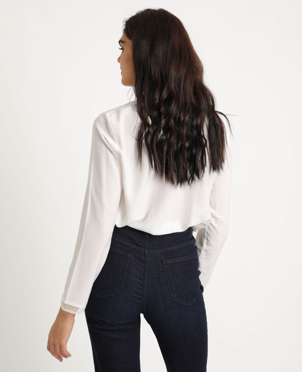 Soepele blouse met knopen gebroken wit