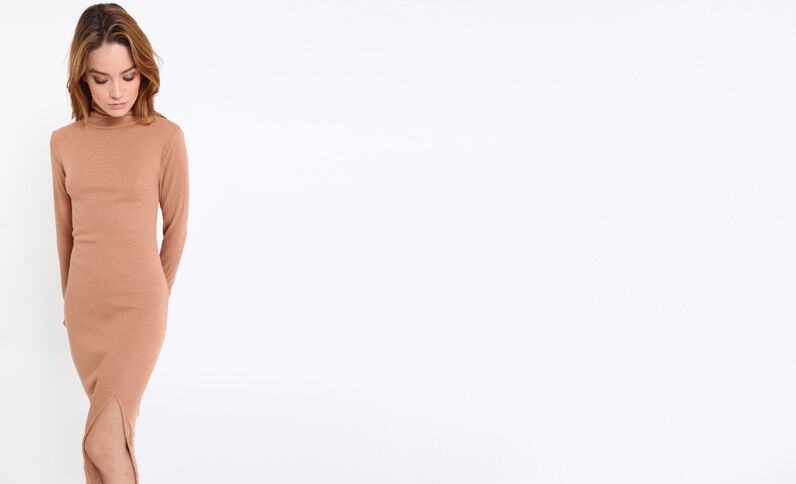 Robe longue à col roulé caramel
