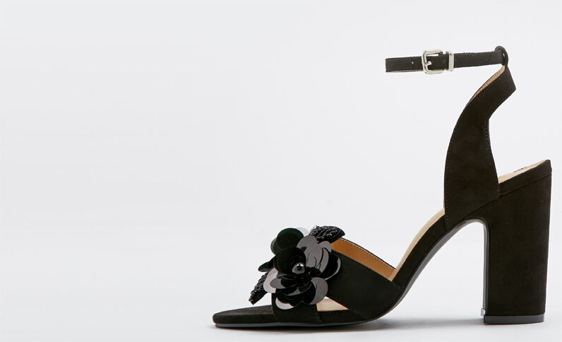 Sandalen met bloemen zwart