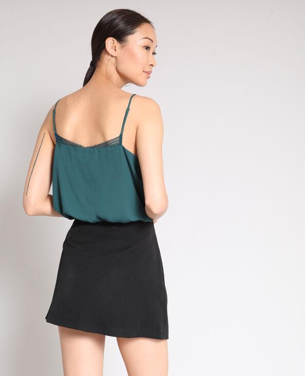 Topje met dunne schouderbandjes groen