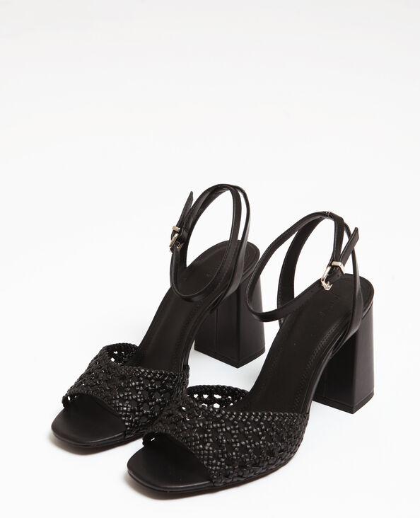 Opengewerkte sandalen zwart