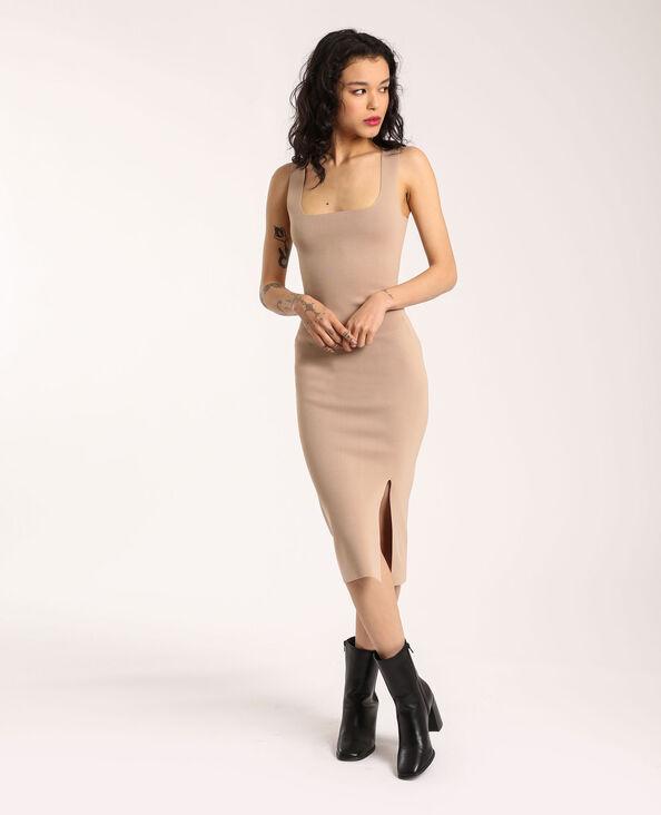 Strakke jurk beige